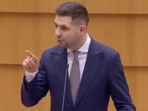 """[WIDEO] """"Wam się wydaje, że będziecie uczyć zacofanych Polaków…"""".Patryk Jakinie przebierał w słowach!"""