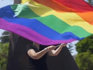"""Deklaracja ustanowienia Unii """"strefą wolności LGBT"""". Rezolucja PE oparta na manipulacjach"""