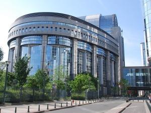 Parlament Europejski stawia ultimatum Komisji Europejskiej żeby wymusić szybsze karanie Polski i Węgier