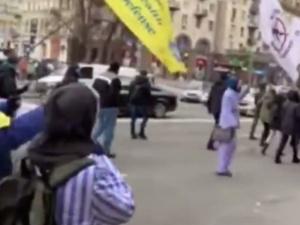 [WIDEO] Podczas protestu koronasceptyków wykorzystano pasiaki. Ambasada Izraela reaguje