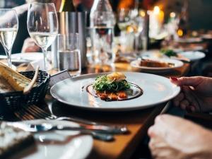 Paryska Prokuratura: Francuscy ministrowie w luksusowych restauracjach. Mieli łamać obostrzenia na tajnych kolacjach