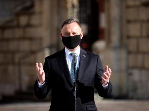 Prezydent: Oddaję hołd Lechowi Kaczyńskiemu, jego małżonce i wszystkim ofiarom katastrofy…