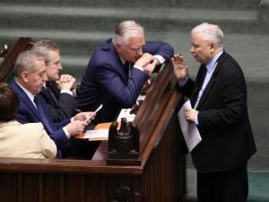 [najnowszy sondaż] PiS na czele, Hołownia przed KO, Porozumienie i SP bez szans na samodzielne wejście do Sejmu