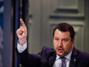"""Rusza proces za """"przetrzymywanie migrantów"""". Salvini: """"Obrona Ojczyzny świętym obowiązkiem"""""""