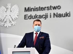Zawieszony dyrektor odebrał medal Komisji Edukacji Narodowej. Czarnek: Wstawiłem się za normalnością