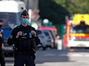 """Francja: Napastnik przed atakiem krzyknął """"Allahu akbar"""""""