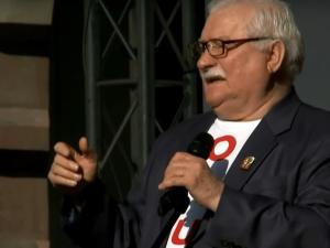 Informacja o współpracy Wałęsy z SB warunkiem dopuszczenia podręcznika. Wydawca niezadowolony