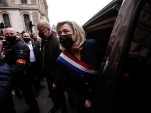 Francja na 1 maja. Le Pen składa wieniec pod pomnikiem d'Arc