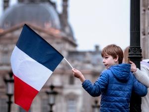 """""""Kraj się rozpada"""". Ponad połowa Francuzów popiera """"bunt"""" generałów"""