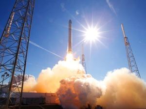 Waży 20 ton, ma 30 m, pędzi 25 tys. km/h. Naukowcy utracili kontrolę nad chińską rakietą - spadnie na Ziemię, ale nie wiadomo kiedy i gdzie