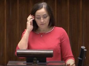 """Zaskakujący wpis posłanki PiS, która zagłosowała przeciw. """"Dowiedziałam się, że zostanie ukarana moja rodzina"""""""