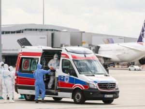 Ewakuacja trzech osób z Indii. Samolot z chorymi wylądował na Okęciu