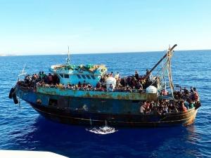 Włochy. Ponad 1400 migrantów przypłynęło od rana na Lampedusę. Pilna narada rządu