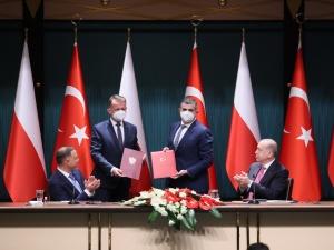 Pilne! Szef MON podpisał umowę na zakup tureckich dronów uderzeniowych Bayraktar TB2