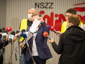 [Video] Wymowne. Piotr Duda podarł postanowienie TSUE w sprawie Turowa. Ilnicki: To skazanie ludzi na biedę