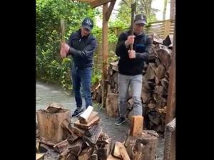 Jestem chłopakiem z warszawskiego bloku.... Jest komentarz Michała Szczerby do osobliwej techniki rąbania drewna