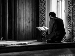 Holenderski meczet finansował ISIS? Imam oraz sekretarz podejrzani o wspieranie terrorystów