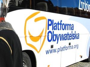 Skandal w Warszawskim urzędzie! Związany z PO urzędnik miał wyłudzić fortunę z budżetu dzielnicy