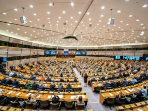 KE za wolno głodzi Polskę i Węgry? PE chce pozwać KE za zaniechanie. Chodzi o mechanizm warunkowości