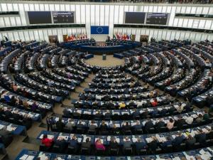 Europosłowie opozycji poparli rezolucję uderzającą w Polskę. Współczesna Targowica żąda ukarania Polski