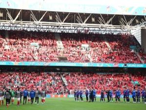 [video] Zobacz jak wspaniale zachowali się kibice po zasłabnięciu Eriksena podczas meczu EURO 2021