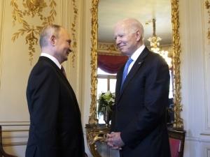 """Paradne! Genewa - Biden przekazał Putinowi listę """"krytycznej infrastruktury"""" z adnotacją, że nie mogą być atakowane"""