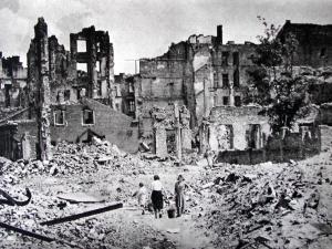 Wyobraź sobie dom w Warszawie. Spalonyi opuszczonyw 1945 r....  Ambasador Polski w Izraelu tłumaczy...