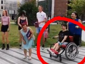 [VIDEO] Kto nie skacze ten za Czarnkiem! krzyczy aktywista stojąc naprzeciwko dziewczyny na wózku