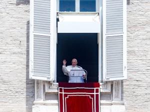 Papież Franciszek w Klinice Gemelli. Czeka go operacja