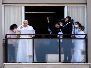 Wyjątkowa modlitwa papieża. Odmówił Anioł Pański ze szpitala