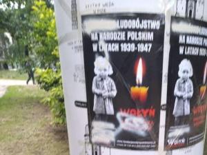 W Szczecinie zawisły plakaty upamiętniające ukraińskie ludobójstwo. Słowo ukraińskie już zamalowywane