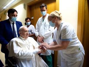 Papież Franciszek opuścił klinikęGemeli. Nowe informacje o stanie zdrowia Ojca Świętego