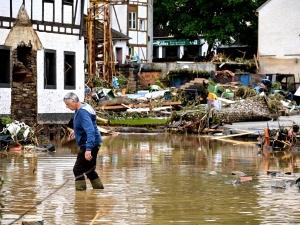 """Gwałtowne burze w Niemczech. Są zabici i ranni. """"Takiej katastrofy jeszcze nie widzieliśmy"""" [WIDEO]"""