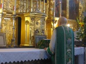 Watykan. Papież zabrania odprawiania mszy trydenckiej w parafiach