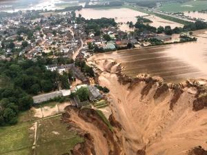 Wzrasta liczba ofiar powodzi w Niemczech. Wstrząsające nagrania ukazujące rozmiar katastrofy [WIDEO]