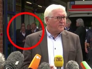 [video] Burza w Niemczech. Namaszczony na przyszłego kanclerza Armin Laschet śmiał się wizytując tereny zniszczone powodzią