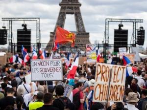 Francja. Ogromne manifestacje przeciwko paszportom sanitarnym