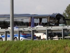 Wypadek na autostradzie A1. Autokar z dziećmi zderzył sięz ciężarówką