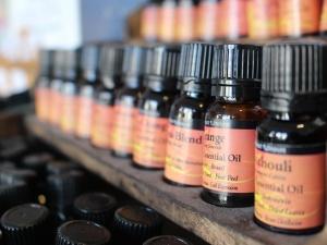 Vers une interdiction bruxelloise des huiles essentielles?