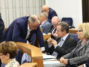 KE wciąż nie zatwierdziła polskiego KPO. Fogiel: Może mieć na to wpływ zwłoka Senatu