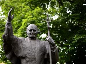 Fala oburzenia w Hiszpanii po usunięciu pomnika Jana Pawła II