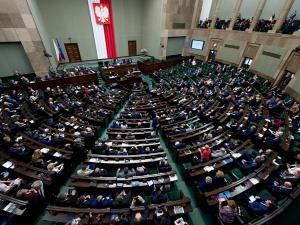 Hołownia dogania Platformę. PSL poza Sejmem [SONDAŻ]