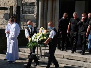 Zginęła pod kołami autobusu. Odbył się pogrzeb 19-letniej Basi. Dlaczego ona? Dlaczego tak młoda kobieta
