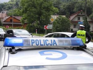 Potrącił pieszego i uciekł. 52-latek zmarł, policja szuka sprawcy wypadku