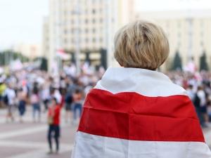 Żywie Biełaruś!. Setki osób przed ambasadą Rosji w Warszawie