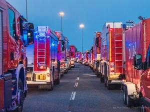 [FOTO] Imponujące. Polscy strażacy w drodze do Grecji. 143 ratowników, 46 pojazdów