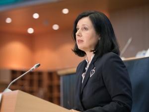 Wiceprzewodnicząca KE: Projekt polskiej ustawy o radiofonii i telewizji wysyła negatywny sygnał
