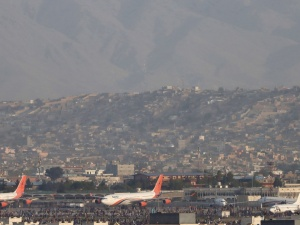 Trwały zamieszki i nie mieliśmy zgody na odlot. Dramatyczne sceny na lotnisku w Kabulu