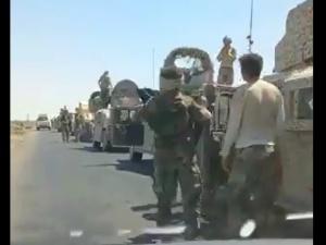 [VIDEO] Afgańskie wojska rządowe uciekają do Iranu z zaawansowanym amerykańskim sprzętem?