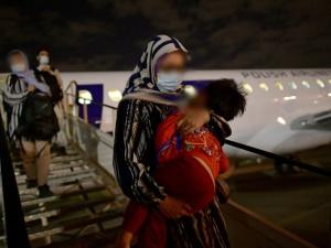 Morawiecki po rozmowie ze Stoltenbergiem. Polska ewakuuje 300 Afgańczyków